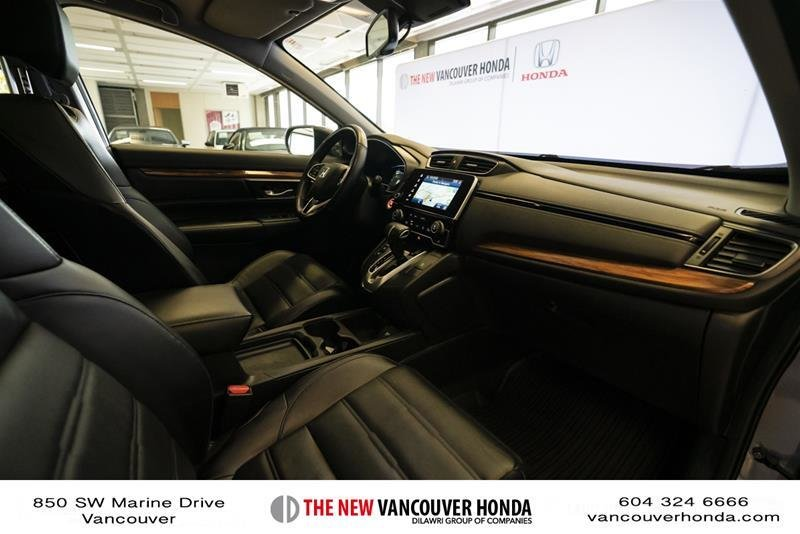 2018 Honda CR-V Touring AWD in Vancouver, British Columbia - 37 - w1024h768px
