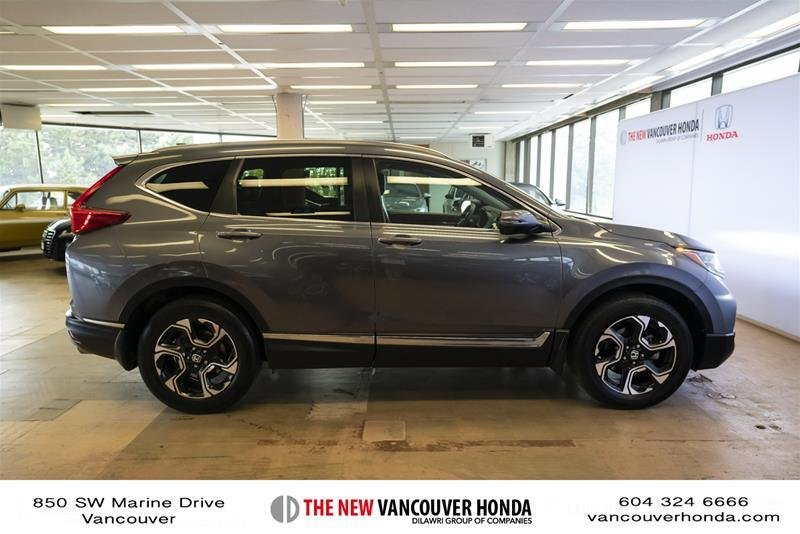 2018 Honda CR-V Touring AWD in Vancouver, British Columbia - 26 - w1024h768px