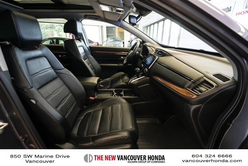 2018 Honda CR-V Touring AWD in Vancouver, British Columbia - 16 - w1024h768px