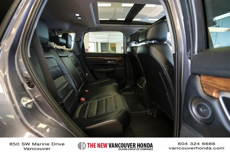 2018 Honda CR-V Touring AWD in Vancouver, British Columbia - 14 - w1024h768px