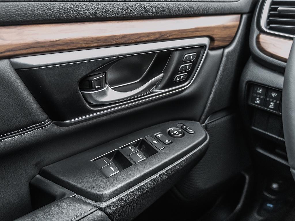 2019 Honda CR-V Touring AWD CVT in Mississauga, Ontario - 16 - w1024h768px