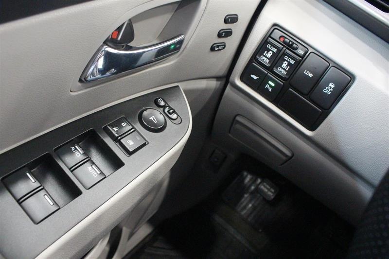 2015 Honda Odyssey Touring in Regina, Saskatchewan - 3 - w1024h768px