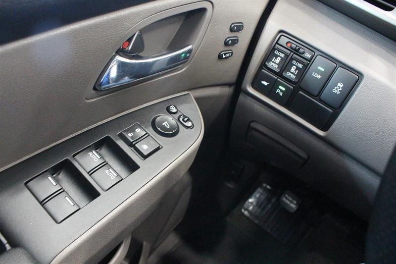 2016 Honda Odyssey Touring in Regina, Saskatchewan - 3 - w1024h768px