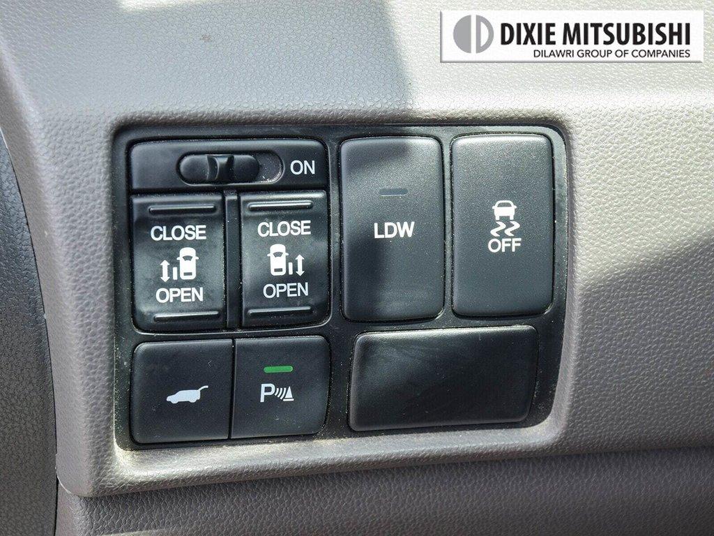 2016 Honda Odyssey Touring in Mississauga, Ontario - 22 - w1024h768px