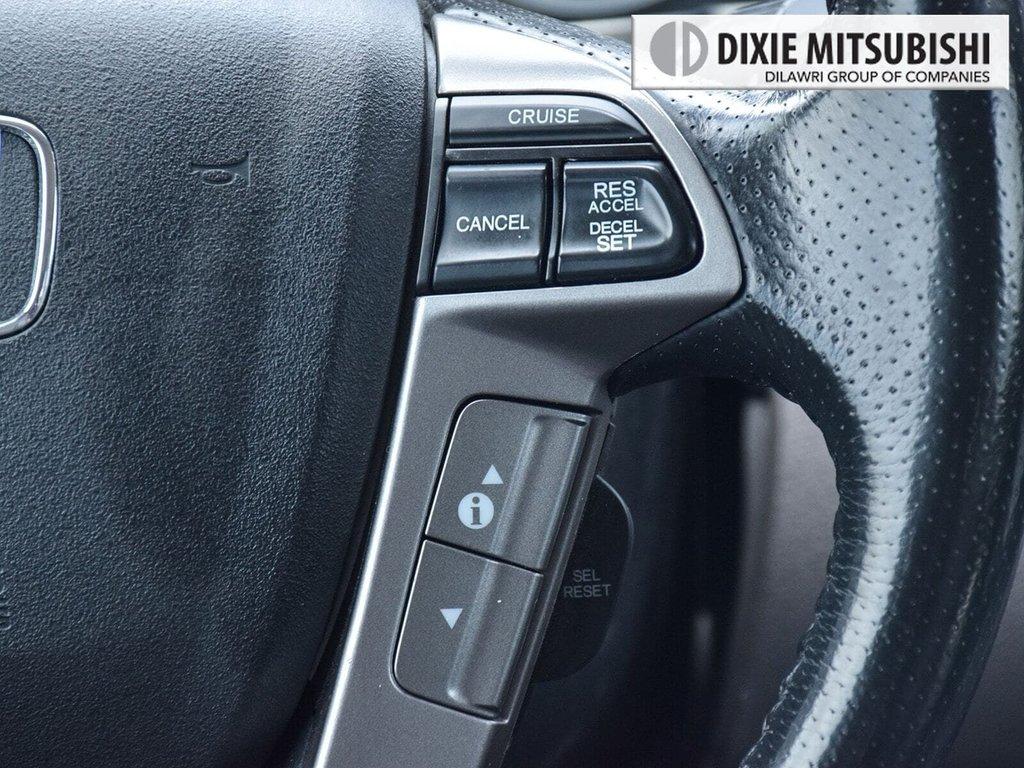 2016 Honda Odyssey Touring in Mississauga, Ontario - 14 - w1024h768px