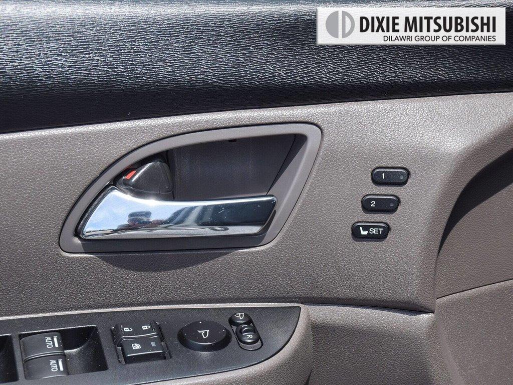 2016 Honda Odyssey Touring in Mississauga, Ontario - 23 - w1024h768px