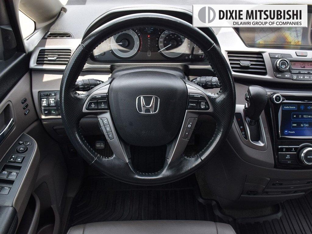 2016 Honda Odyssey Touring in Mississauga, Ontario - 12 - w1024h768px