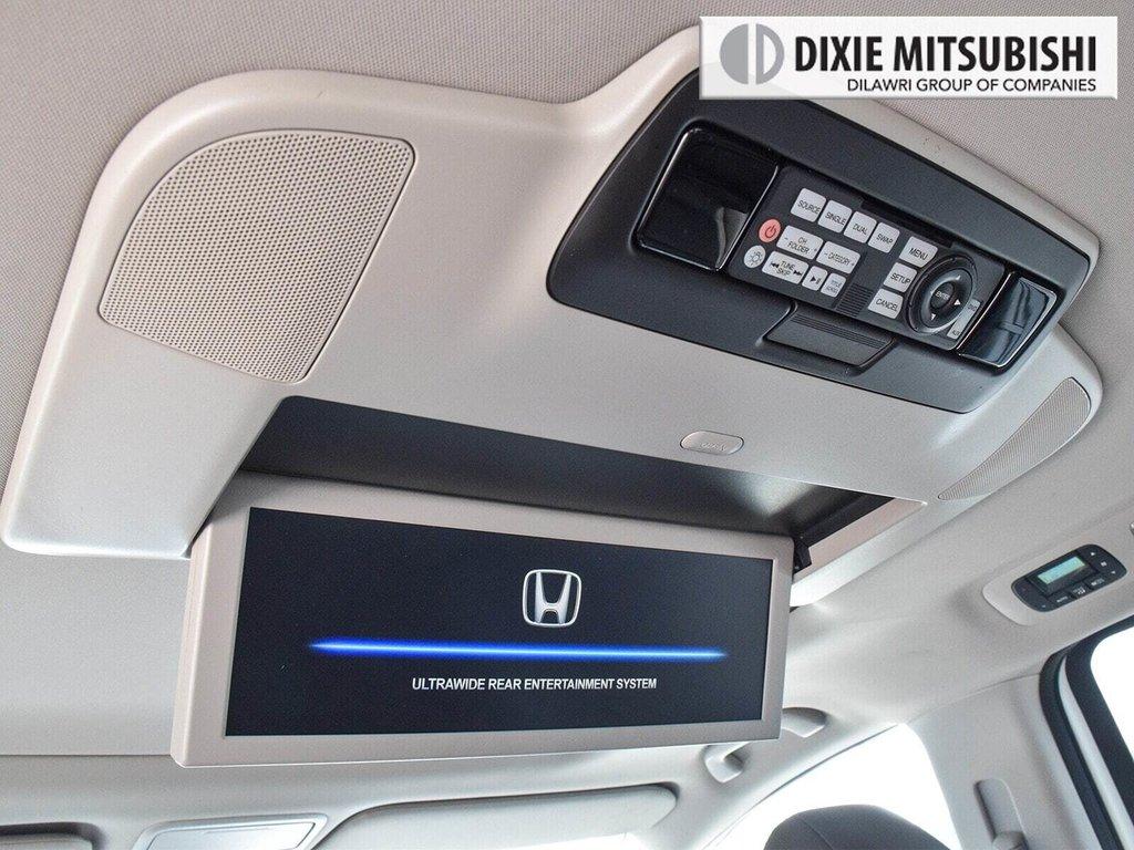 2016 Honda Odyssey Touring in Mississauga, Ontario - 25 - w1024h768px