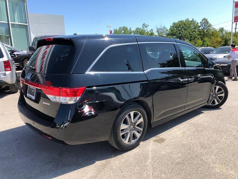 2016 Honda Odyssey Touring in Mississauga, Ontario - 4 - w1024h768px