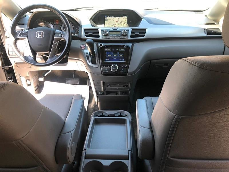 2016 Honda Odyssey Touring in Mississauga, Ontario - 18 - w1024h768px