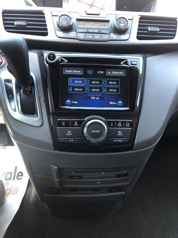 2016 Honda Odyssey Touring in Mississauga, Ontario - 13 - w1024h768px