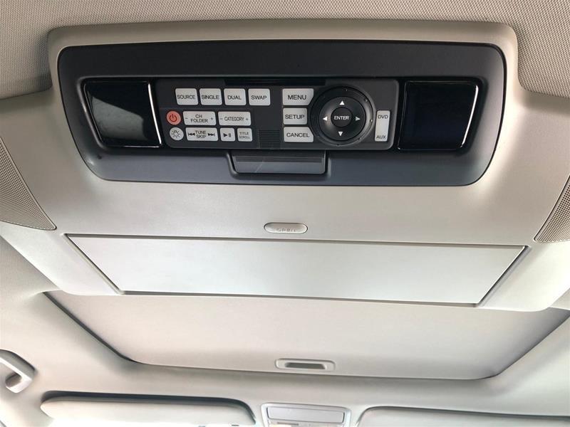 2016 Honda Odyssey Touring in Mississauga, Ontario - 17 - w1024h768px