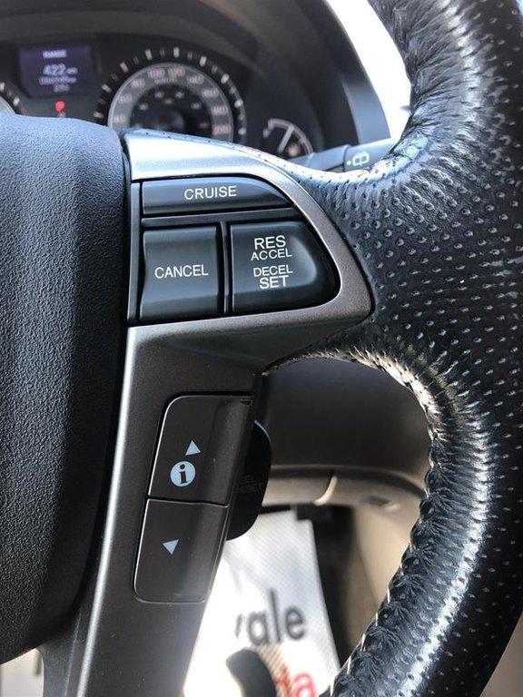 2016 Honda Odyssey Touring in Mississauga, Ontario - 11 - w1024h768px