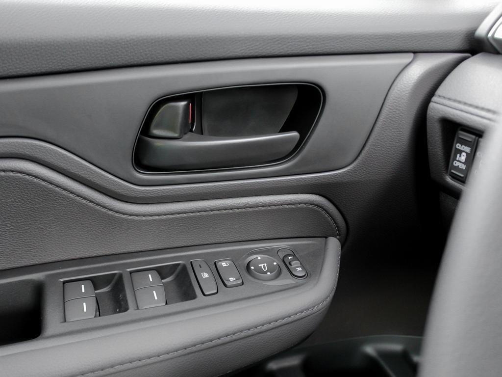 2019 Honda Odyssey EX Res in Mississauga, Ontario - 16 - w1024h768px