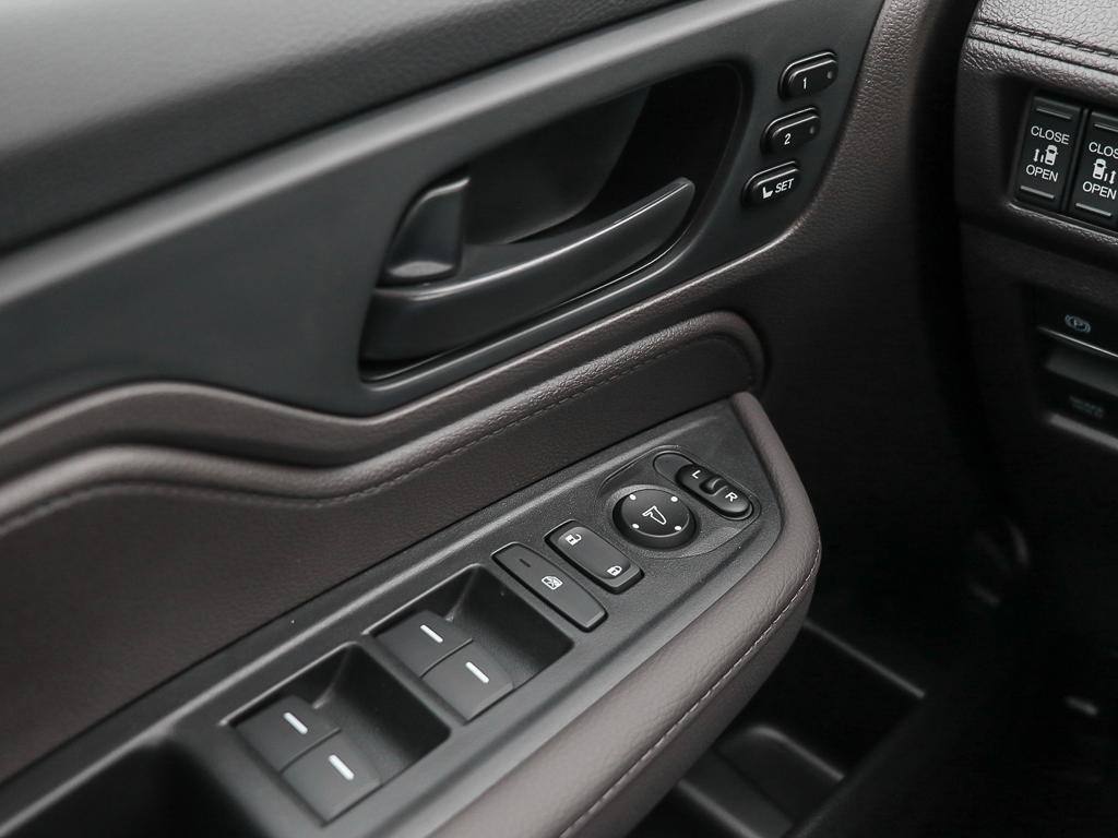 2019 Honda Odyssey EXL Navi in Mississauga, Ontario - 16 - w1024h768px