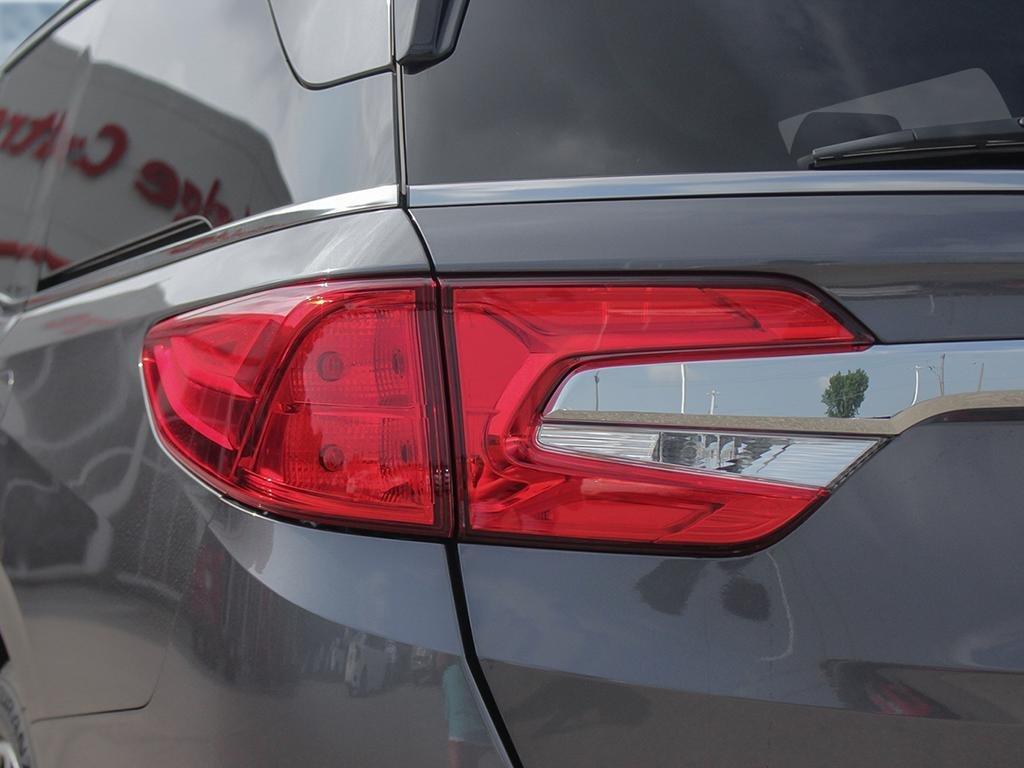 2019 Honda Odyssey Touring in Markham, Ontario - 11 - w1024h768px
