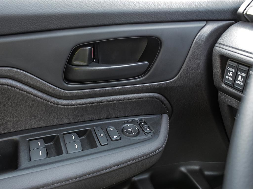 2019 Honda Odyssey EX in Mississauga, Ontario - 16 - w1024h768px
