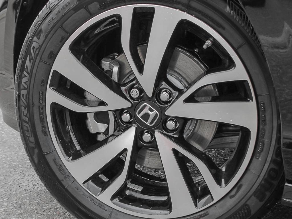 2019 Honda Odyssey Touring in Mississauga, Ontario - 8 - w1024h768px