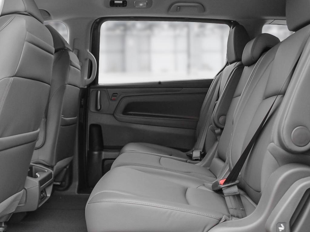 2019 Honda Odyssey Touring in Mississauga, Ontario - 21 - w1024h768px