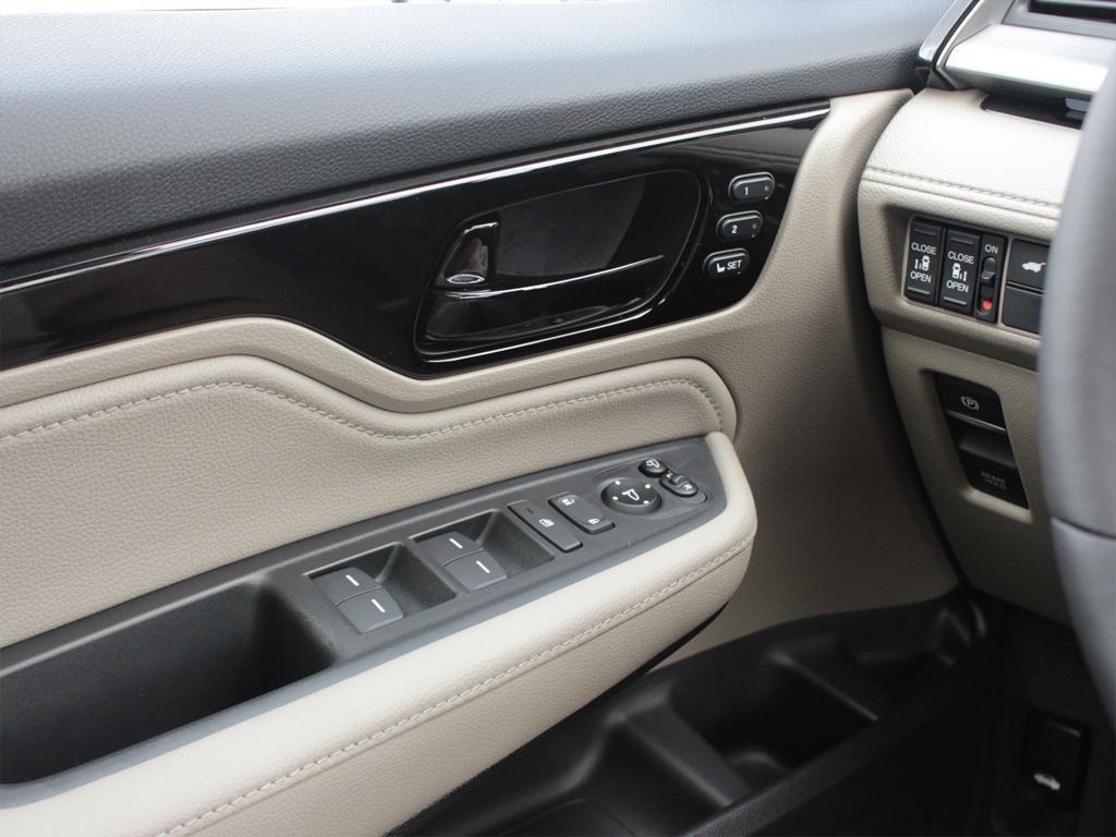 2019 Honda Odyssey Touring in Mississauga, Ontario - 16 - w1024h768px