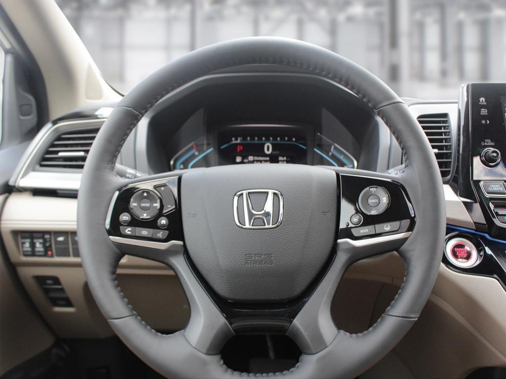 2019 Honda Odyssey Touring in Mississauga, Ontario - 13 - w1024h768px