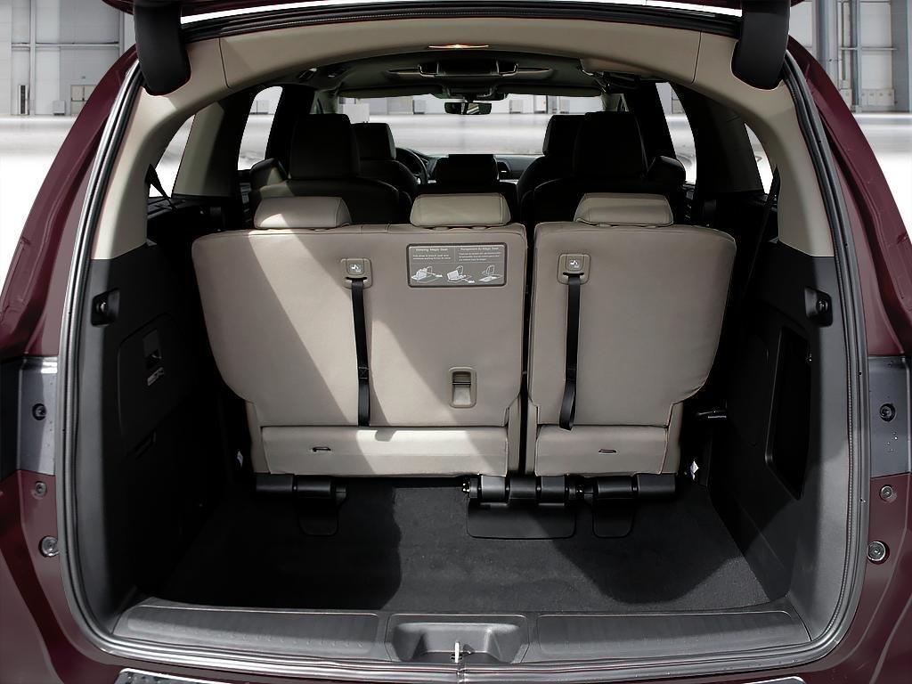 2019 Honda Odyssey Touring in Mississauga, Ontario - 7 - w1024h768px