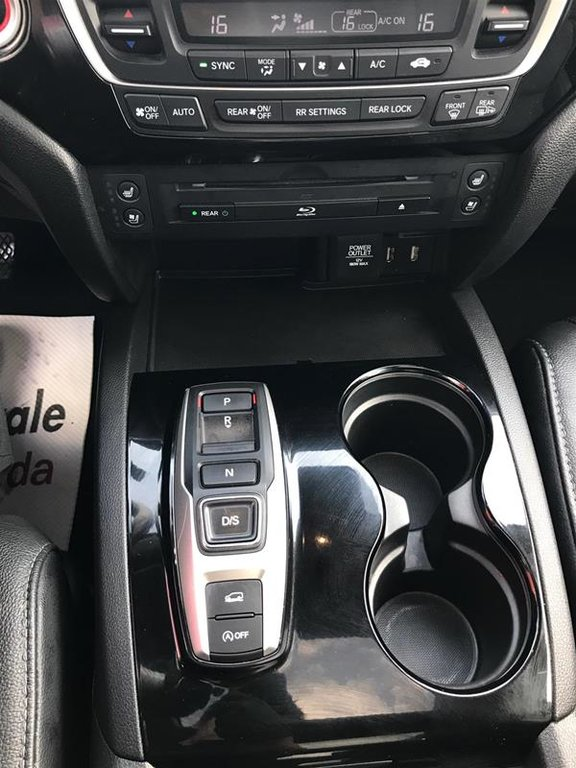2017 Honda Pilot V6 Touring 9AT AWD in Mississauga, Ontario - 11 - w1024h768px