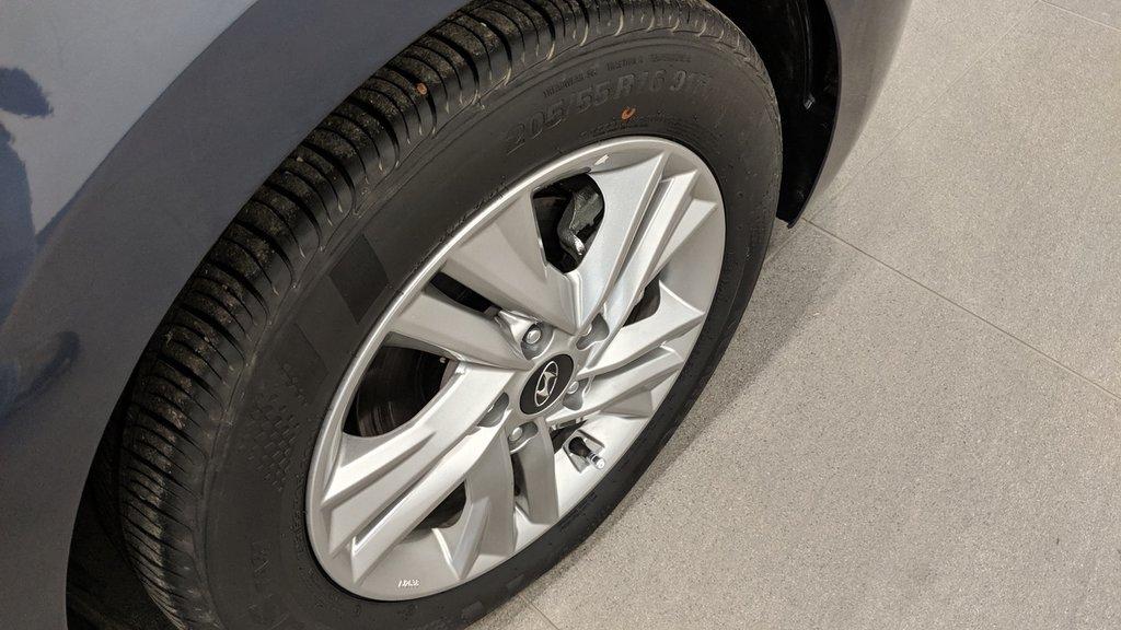 2019 Hyundai Elantra Sedan Preferred at Sun and Safety in Regina, Saskatchewan - 19 - w1024h768px