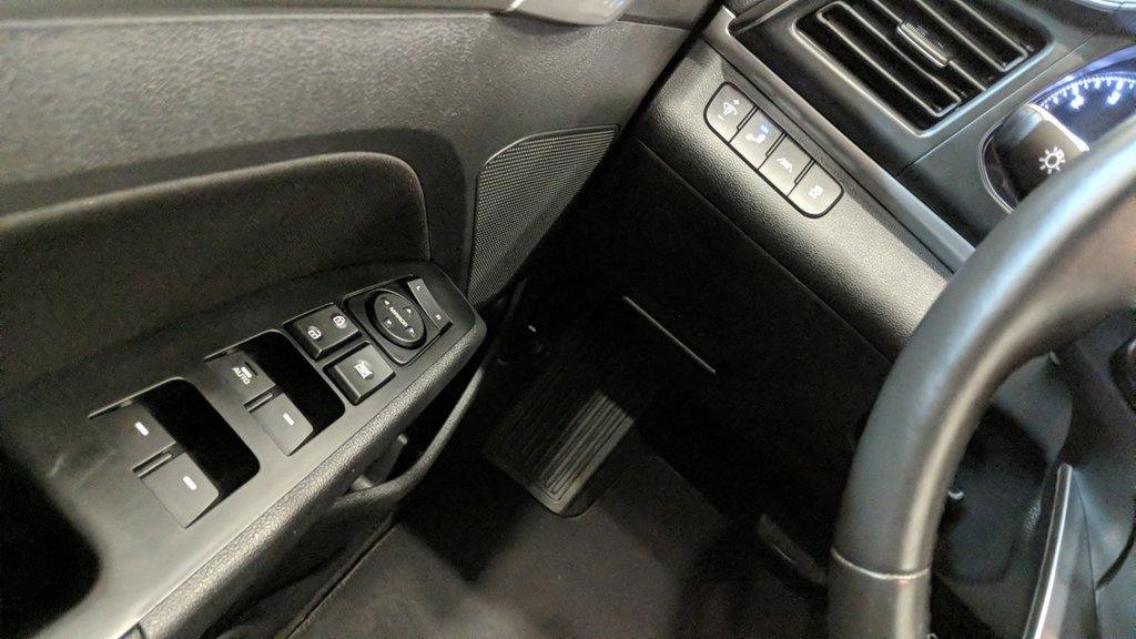2019 Hyundai Elantra Sedan Preferred at Sun and Safety in Regina, Saskatchewan - 3 - w1024h768px