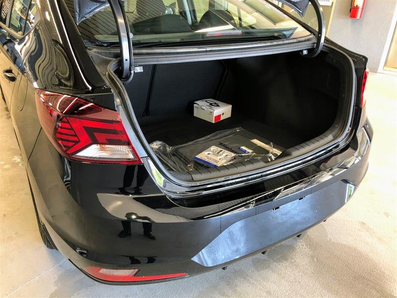2020 Hyundai Elantra Sedan Preferred IVT in Regina, Saskatchewan - 11 - w1024h768px