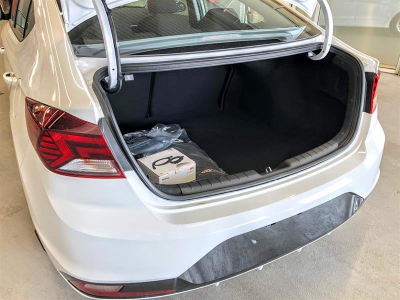 2020 Hyundai Elantra Sedan Preferred IVT in Regina, Saskatchewan - 12 - w1024h768px