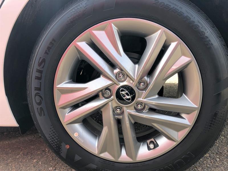 2020 Hyundai Elantra Sedan Preferred IVT in Regina, Saskatchewan - 13 - w1024h768px