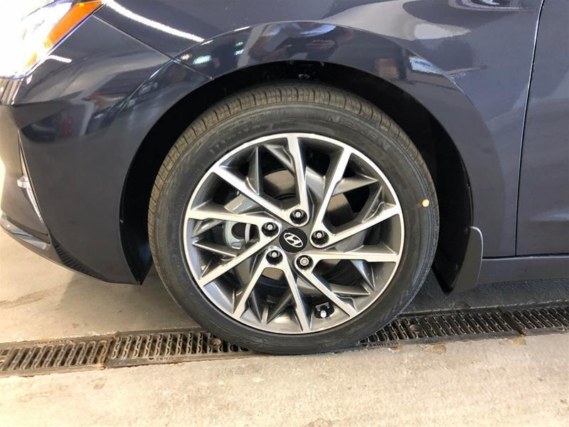 2020 Hyundai Elantra Sedan Luxury IVT in Regina, Saskatchewan - 14 - w1024h768px