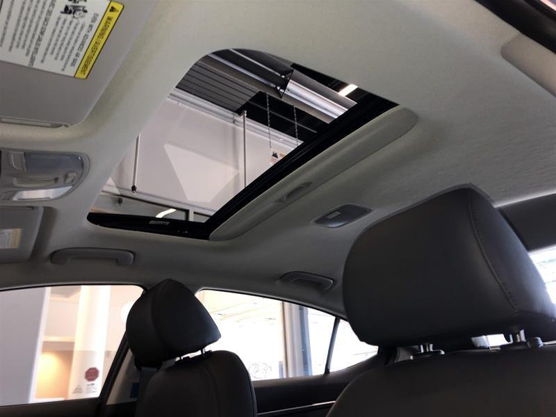 2020 Hyundai Elantra Sedan Luxury IVT in Regina, Saskatchewan - 11 - w1024h768px