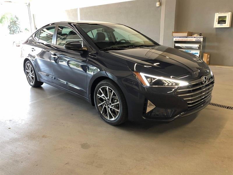 2020 Hyundai Elantra Sedan Luxury IVT in Regina, Saskatchewan - 2 - w1024h768px