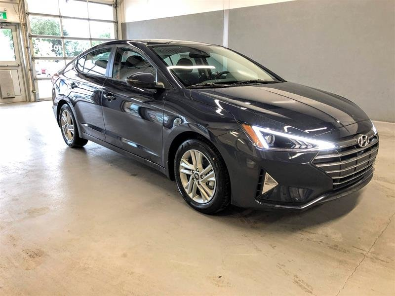 2020 Hyundai Elantra Sedan Preferred IVT Sun and Safety in Regina, Saskatchewan - 2 - w1024h768px
