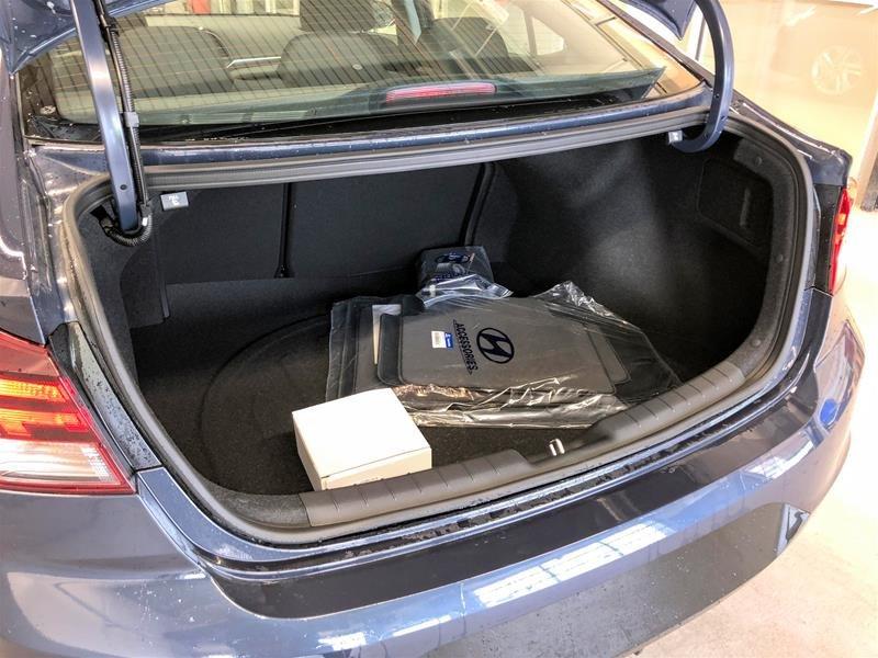 2020 Hyundai Elantra Sedan Preferred IVT Sun and Safety in Regina, Saskatchewan - 13 - w1024h768px