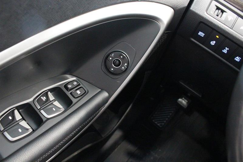 2013 Hyundai Santa Fe XL 3.3L AWD Luxury in Regina, Saskatchewan - 3 - w1024h768px