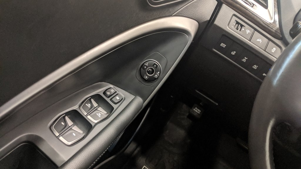 2016 Hyundai Santa Fe XL AWD Luxury 6 Passenger Adventure Edition in Regina, Saskatchewan - 3 - w1024h768px