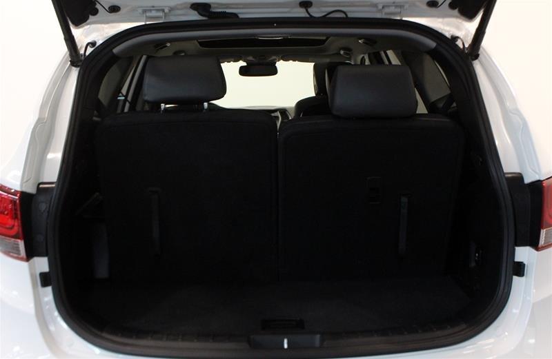 2017 Hyundai Santa Fe XL AWD Limited in Regina, Saskatchewan - 17 - w1024h768px