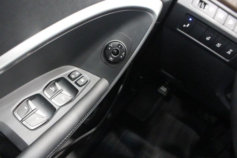 2017 Hyundai Santa Fe XL AWD Limited in Regina, Saskatchewan - 3 - w1024h768px