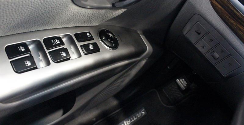 2012 Hyundai Santa Fe GL 3.5L V6 AWD at in Regina, Saskatchewan - 3 - w1024h768px