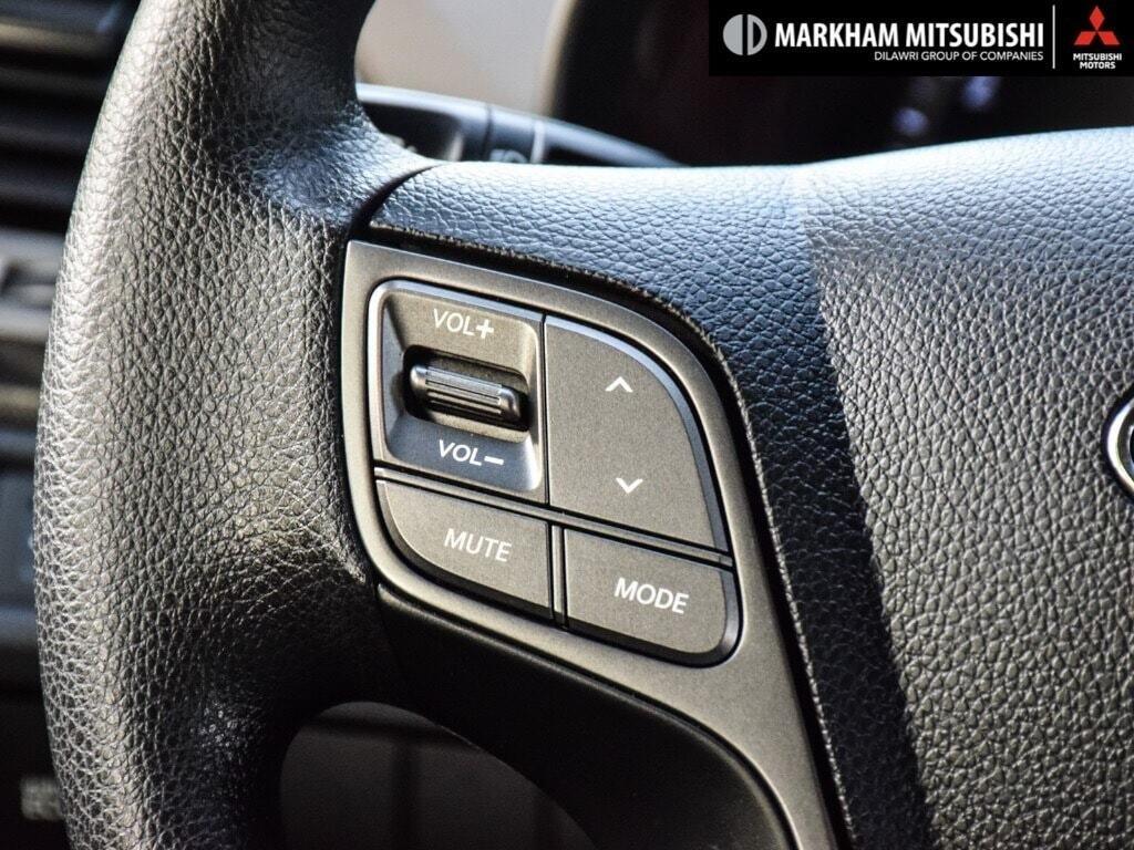 2013 Hyundai Santa Fe 2.4L FWD in Markham, Ontario - 14 - w1024h768px