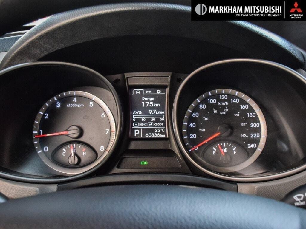 2013 Hyundai Santa Fe 2.4L FWD in Markham, Ontario - 13 - w1024h768px