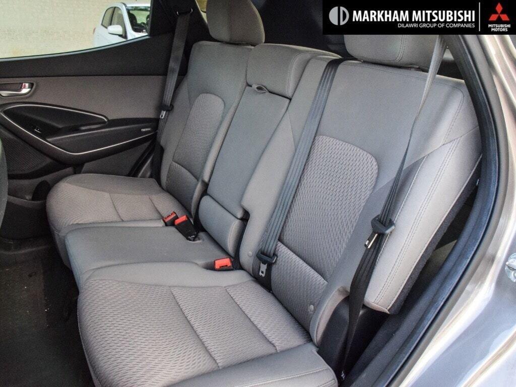 2013 Hyundai Santa Fe 2.4L FWD in Markham, Ontario - 23 - w1024h768px