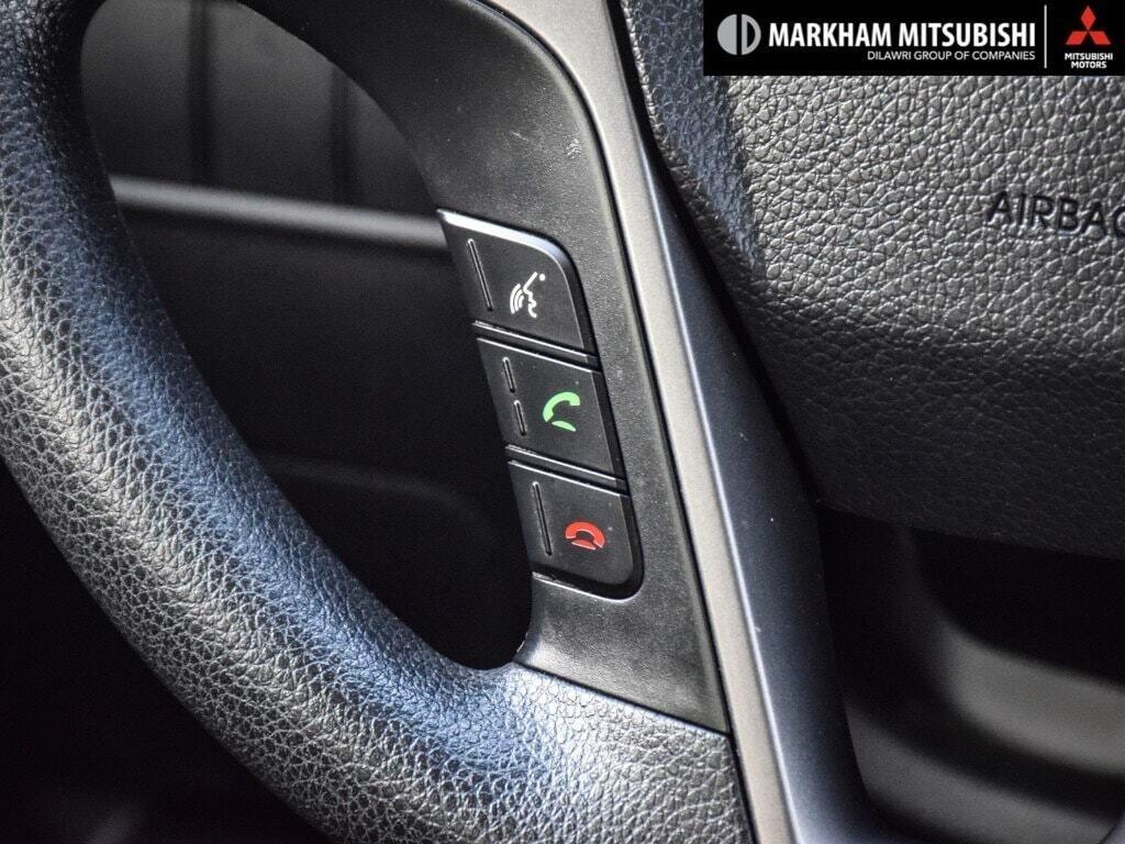 2013 Hyundai Santa Fe 2.4L FWD in Markham, Ontario - 15 - w1024h768px