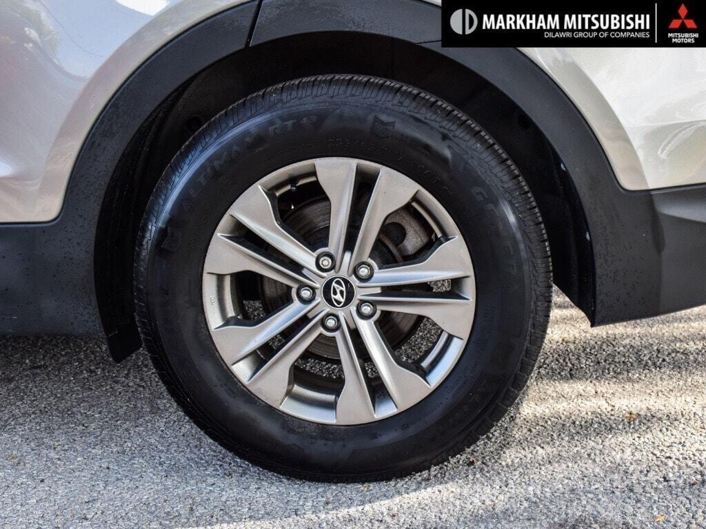 2013 Hyundai Santa Fe 2.4L FWD in Markham, Ontario - 8 - w1024h768px