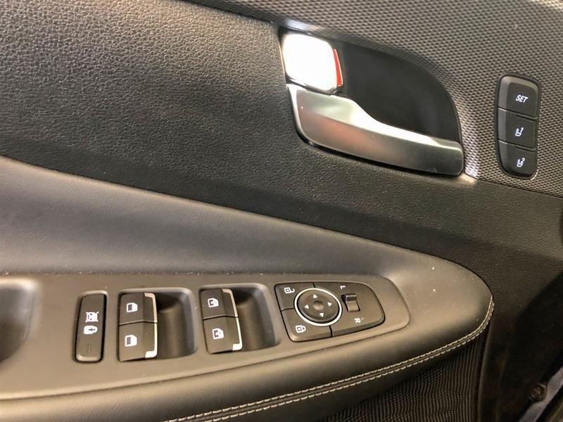 2019 Hyundai Santa Fe Ultimate AWD 2.0T in Regina, Saskatchewan - 6 - w1024h768px