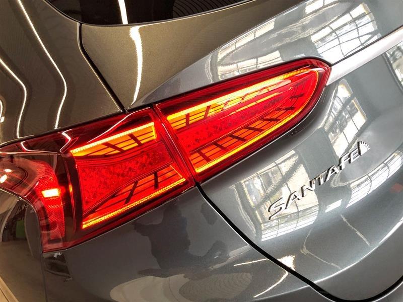 2019 Hyundai Santa Fe Ultimate AWD 2.0T in Regina, Saskatchewan - 17 - w1024h768px