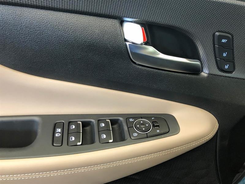 2020 Hyundai Santa Fe Ultimate AWD 2.0T in Regina, Saskatchewan - 6 - w1024h768px